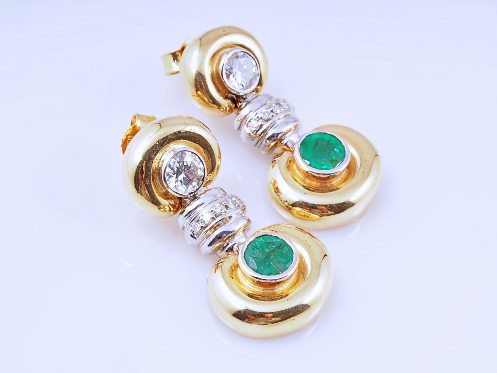 ohrstecker ohrringe brillanten smaragden 750 gold wert ca eur ebay. Black Bedroom Furniture Sets. Home Design Ideas